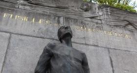 La statue du fusillé du bastion 1 retrouvée